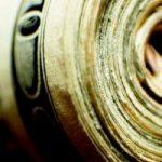 Обряд на деньги с зеленой свечой: подготовка и проведение