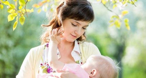 Кормить ребенка во сне грудным молоком (мальчика, девочку)