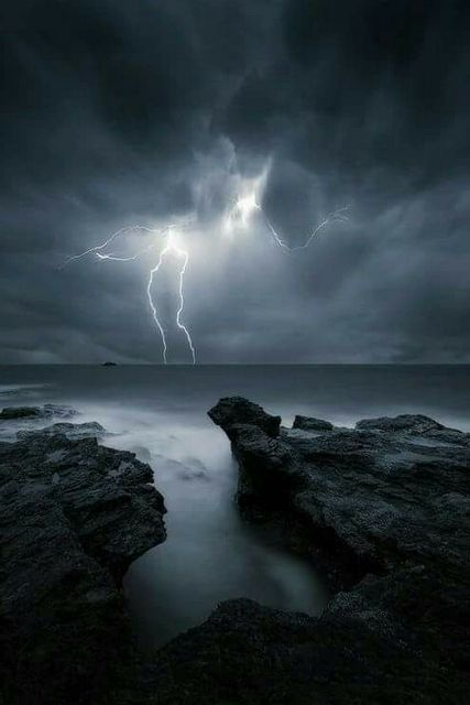 приснилась молния