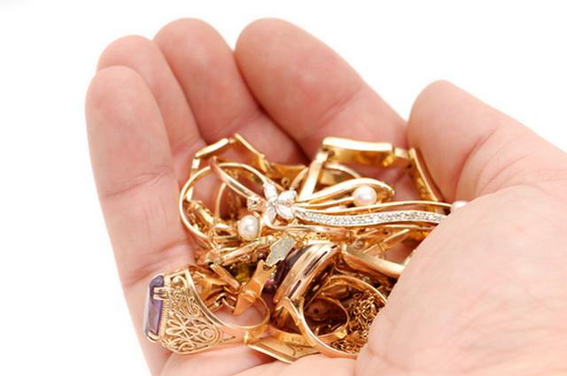 подбирать золотые монеты во сне