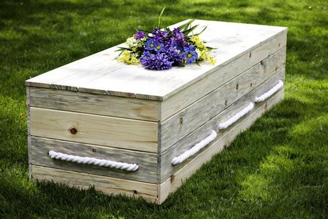 видеть незнакомца в гробу