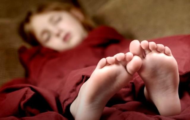 Почему нельзя спать ногами к двери и еще 4 сонных запрета