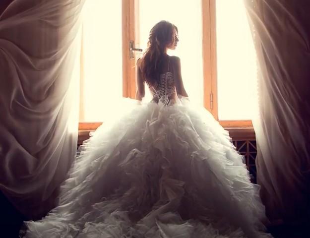Видеть себя в свадебном платье во сне замужней женщине